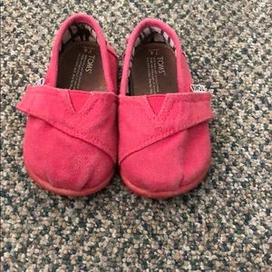 Girls Toms size 4